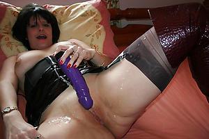 Inexperienced mature woman masturbating