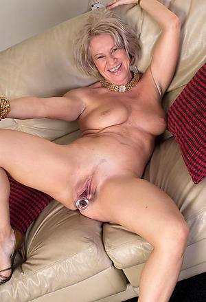 Utterly naked mature housewives slut pics