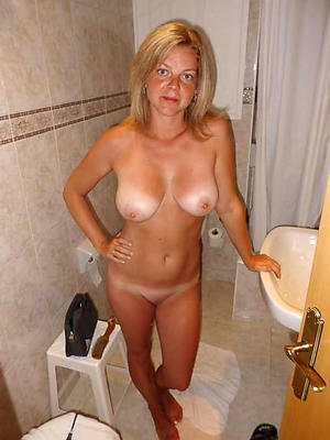Amateur pics be beneficial to naked mature housewives