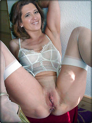 Gorgeous mature shaved pussy pics