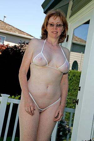 Sexy mature bikini pic
