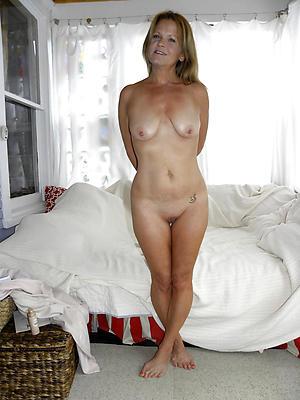 Tiro pics of mature white lady