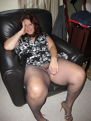 Slutty mature woman in pantyhose amateur pics