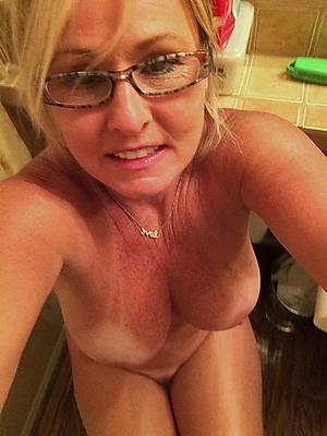 Old women bare-ass selfshot pics