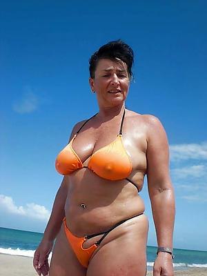 Sexy grown-up woman bikini pussy pics