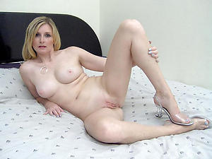 X-rated of age blonde housewife pussy pics