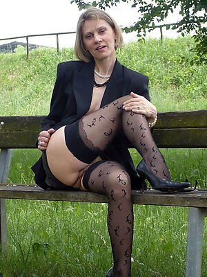 Amateur pics of mature mom legs
