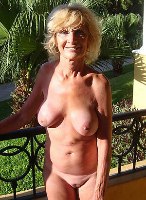 Amateur pics of mature horny cougars