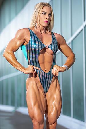 Horny muscle mature slut pics