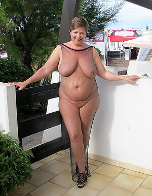 Nude mature women outdoors picturez