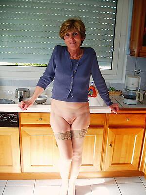 Private british milf posing nude