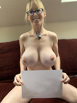 Pulling mature women exclusively naked photos