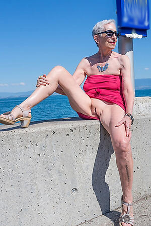 Sexy mature white whores porn pics