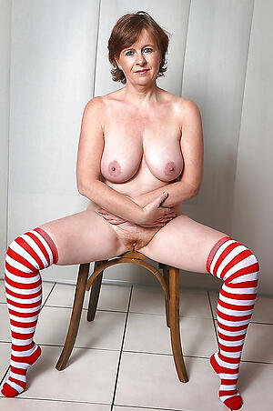 Naked mature milf over 40