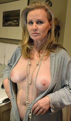Mature mom nude oMoms