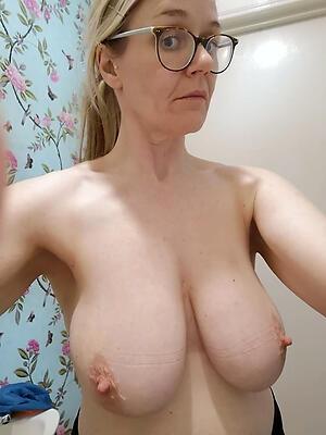 Nude mature selfshot
