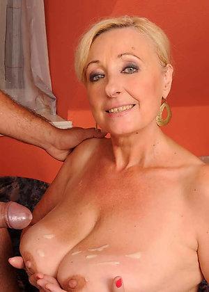 Beautiful natural mature mom cumshot