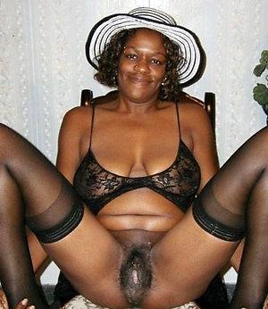 Amateur pics of mature black pussy