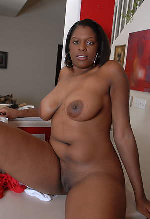 Pretty ebony older mom xxx