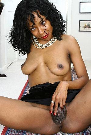 Real ebony mature mom pussy photo