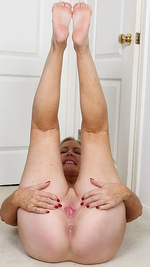 Nude old lady feet pictures