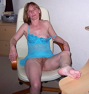 Best old mature posing nude