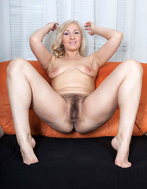 Xxx mature moms feet pics