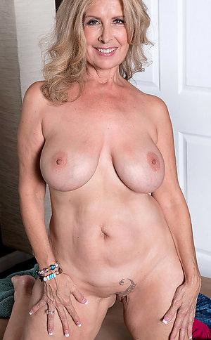 Privatr older ex girlfriend nude pictures