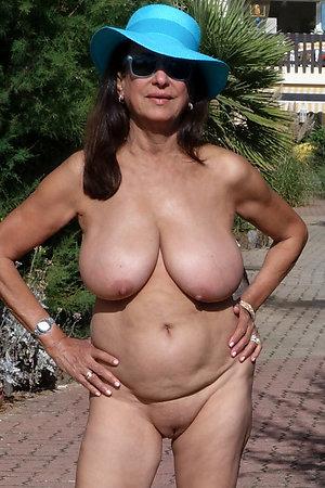 Super-sexy nude girlfriend photos