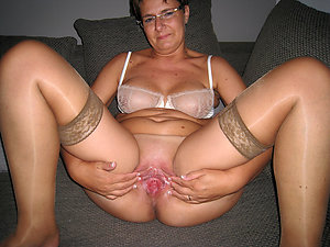 Beautiful naked mature chicks with glasses