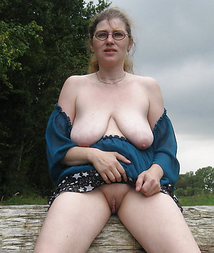 Busty milf glasses sex pictures