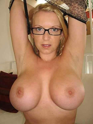 Naked mature milf with glasses pics