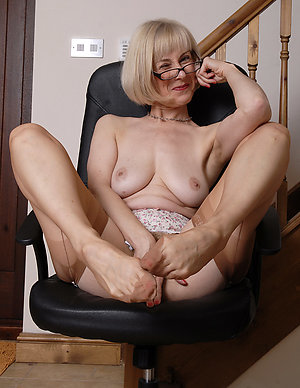 Cool nasty mature sluts with glasses