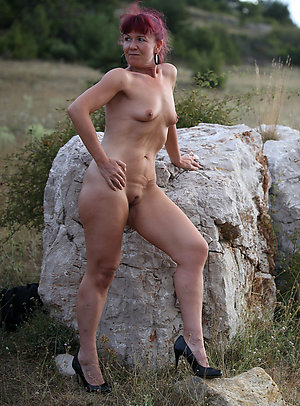 Naked mature in heels sex pics
