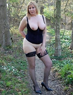 Xxx mature women in high heels photo