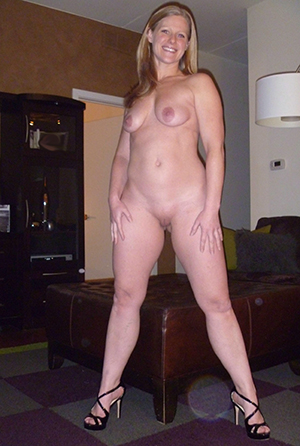Naked mature feet in heels pictures