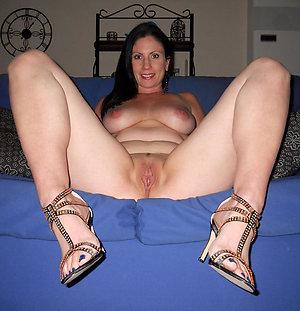 Gorgeous nude mature ladies in heels