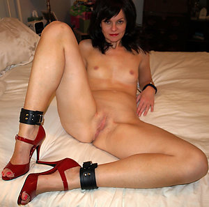 Homemade mature slut in high heels