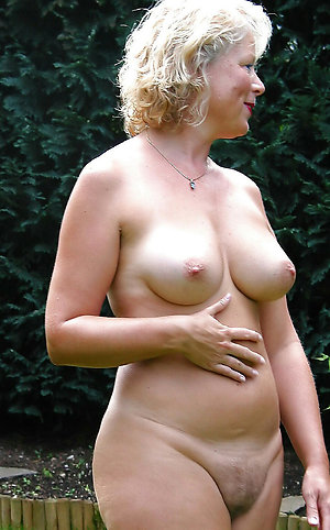 Amateur pics of mature milf with big ass