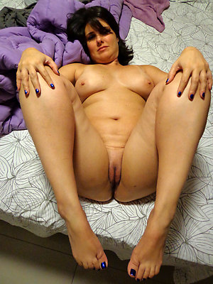 Cool nude mature women legs
