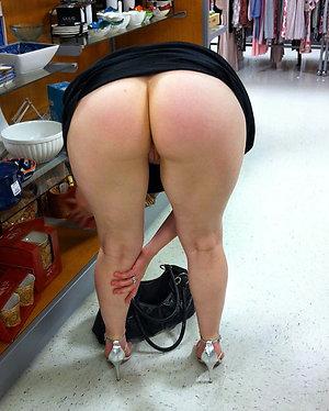 Beautiful amateur mature nude legs