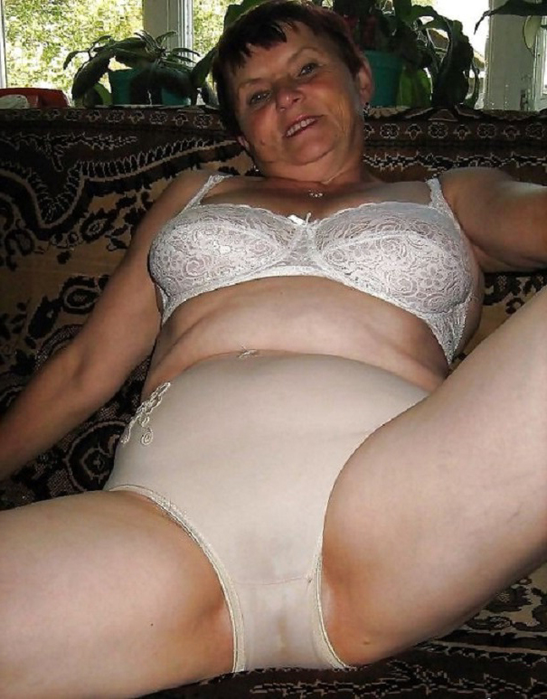 Naked mature babes pics
