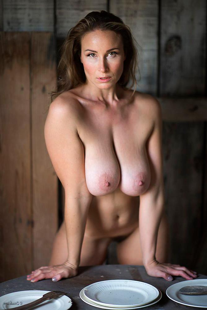 Amazing naked filipina sexy model
