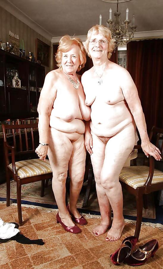 Naked female groups