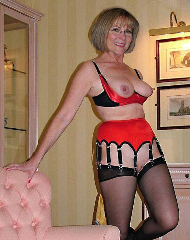 Naked amateur mature woman