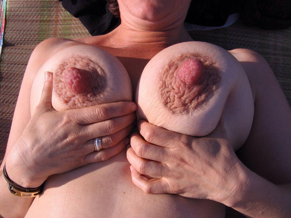 nude solo girl thumbs