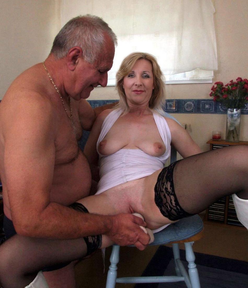 2 Girls 2 Guys Having Sex