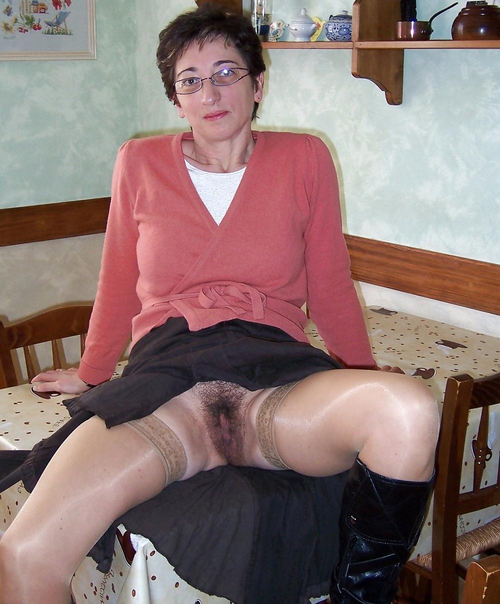 Mature upsskirt