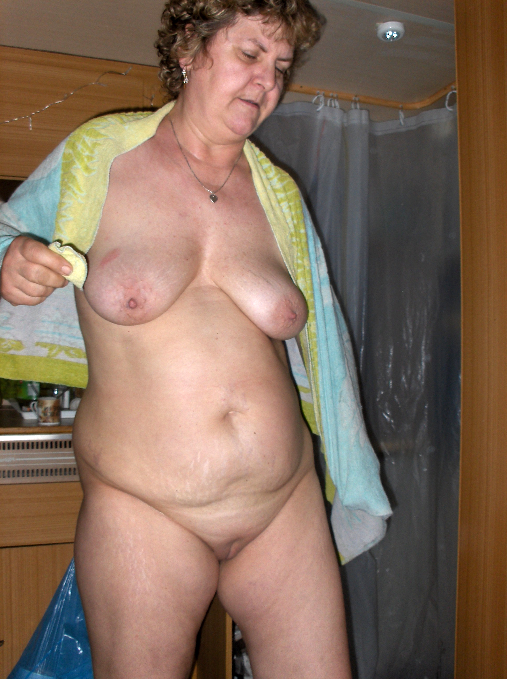 Pictures of girls sunbathing naked